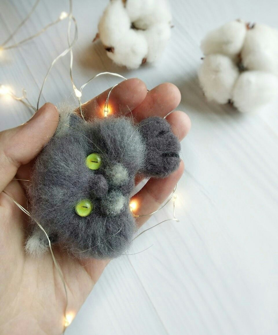 Needle felted realistic grey British cat brooch for animal