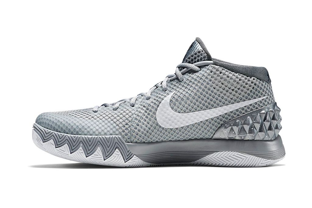 Nike Performance KYRIE FLYTRAP - Basketball shoes - white/metallic silver/wolf grey 9DDCZyXQjh