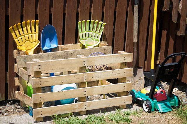 DIY with pallets! storage for outside stuff