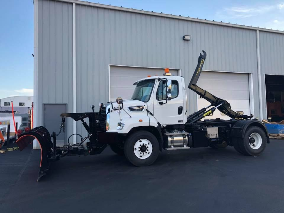 Monroe Truck Equipment >> This Freightliner Was Outfitted With A Marrel Ampliroll Hook