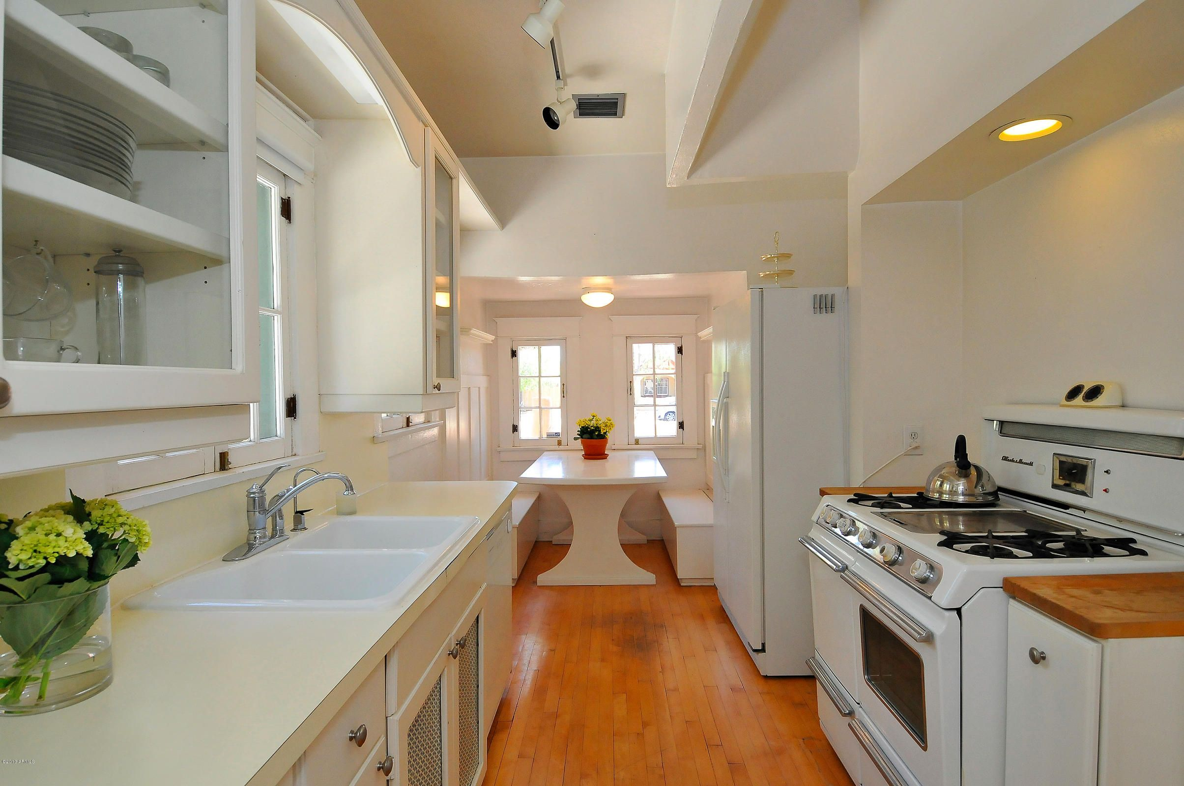 I really don't like anything in this kitchen except the color, the breakfast nook and maybe the stove.