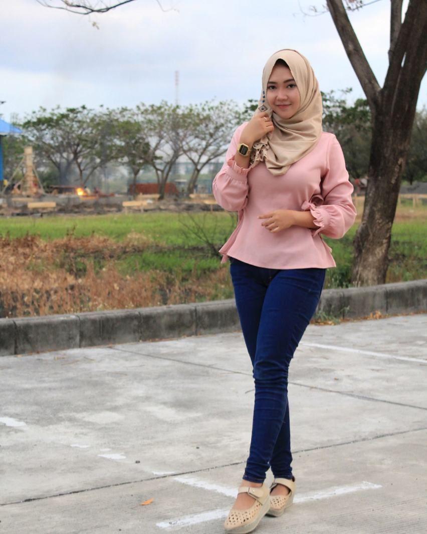 Pin By Naz On Bluerzz T Girl Hijab Gaya Hijab And Legs