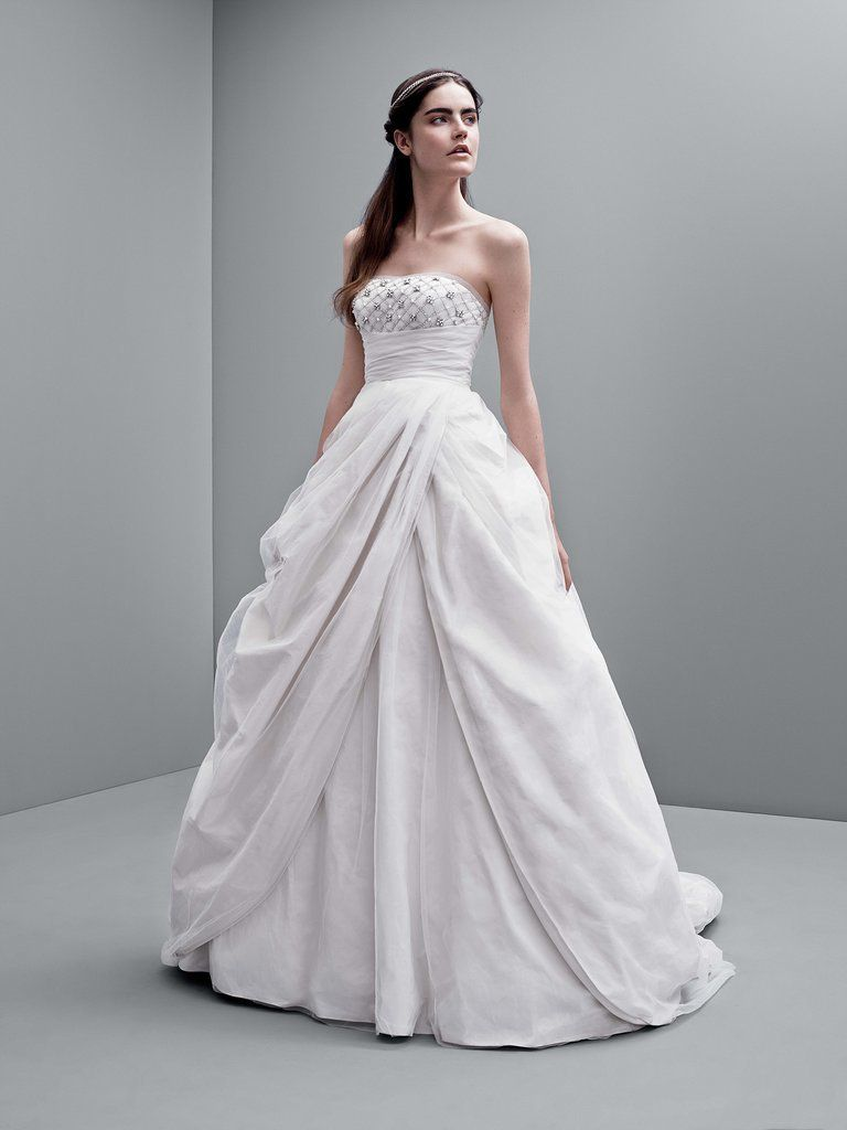 Vera wang lace wedding dress  Wedding Dresses So Lovely Your Inner Bride Might Just Freak Out