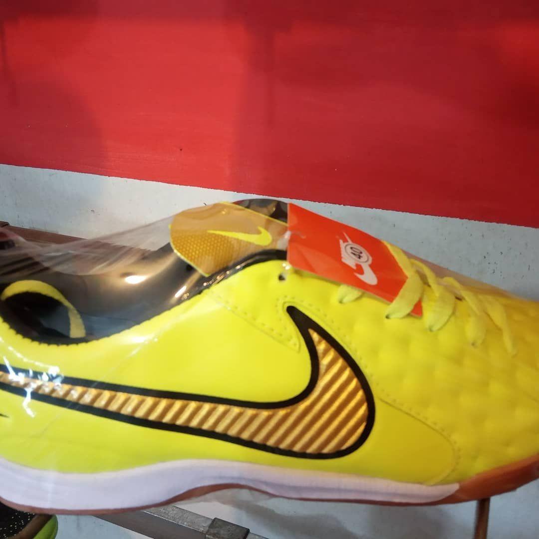 Kick Off Pku Sepatu Futsal Nike Kick Off Menyediakan Peralatan