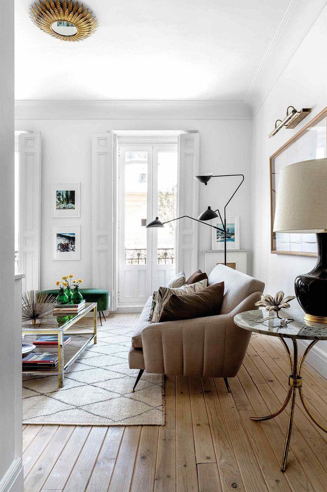 Canape En Velours Moutarde Et Mobilier Vintage A Madrid Interieur Maison Decoration Maison Inspiration Salon