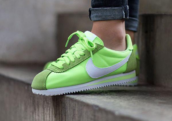 Nike-Wmns-Classic-Cortez-15-Nylon-Ghost-Green-