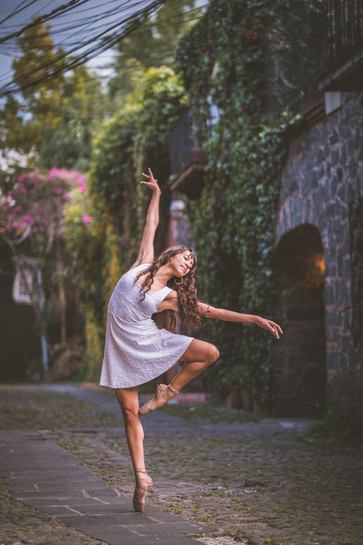 Gorgeous Portraits of Ballet Dancers Gracefully Moving through the Streets of Mexico City