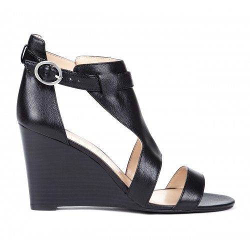 Geri wedge sandal in Black.