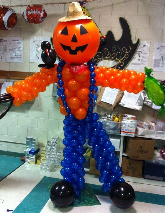 Halloween balloon pumpkin scarecrow balloon sculptures for Balloon decoration for halloween