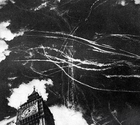 1940年, 德 國 和 英 國 飛 機 在 倫 敦 上 空 激 戰。 樓 主 想 起 一 部 電 影《 倫 敦 上 空 的 鷹》, 還 是 和 平 最 好。