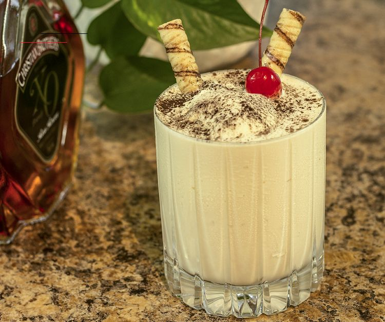Ice Cream Brandy Alexander Anns Liee Brandyalexanderrecipe This Decadent Brandy Alexander Commands The Rich Flavors Of Thick And Lumpy Vanilla Ice C In 2020 Drank