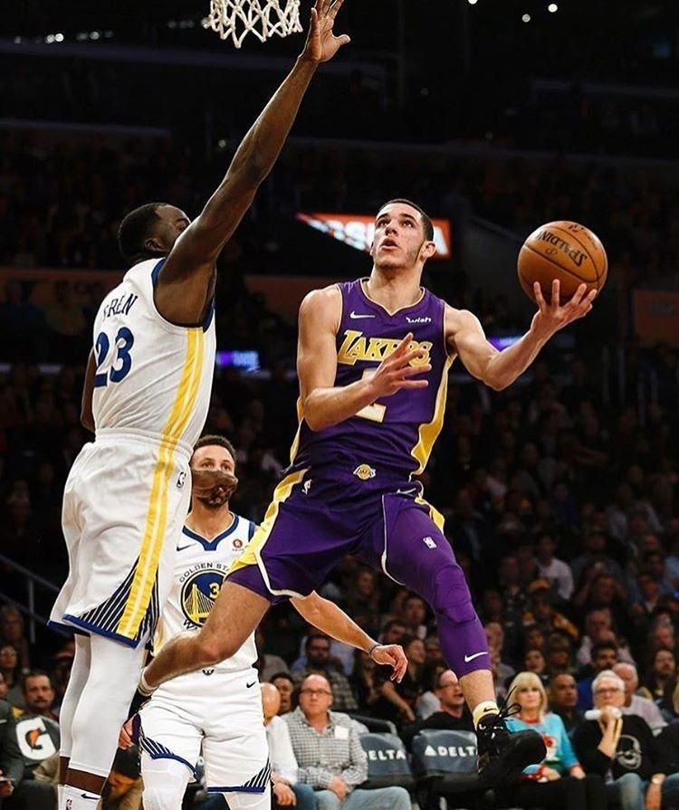 Regram Nbalakersnation All Knotted Up The Lakers And Warriors Are Tied 84 84 At The End Of The 3rd Quarte Street Basketball Lonzo Ball Basketball Players Nba