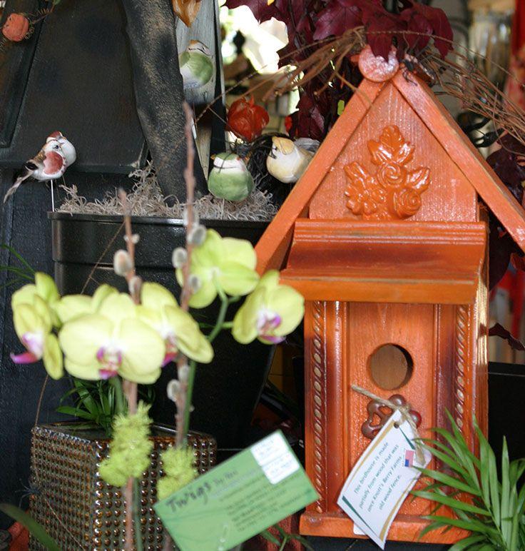 Rustic orange birdhouse for Halloween and Thanksgiving decor - pinterest halloween yard decor