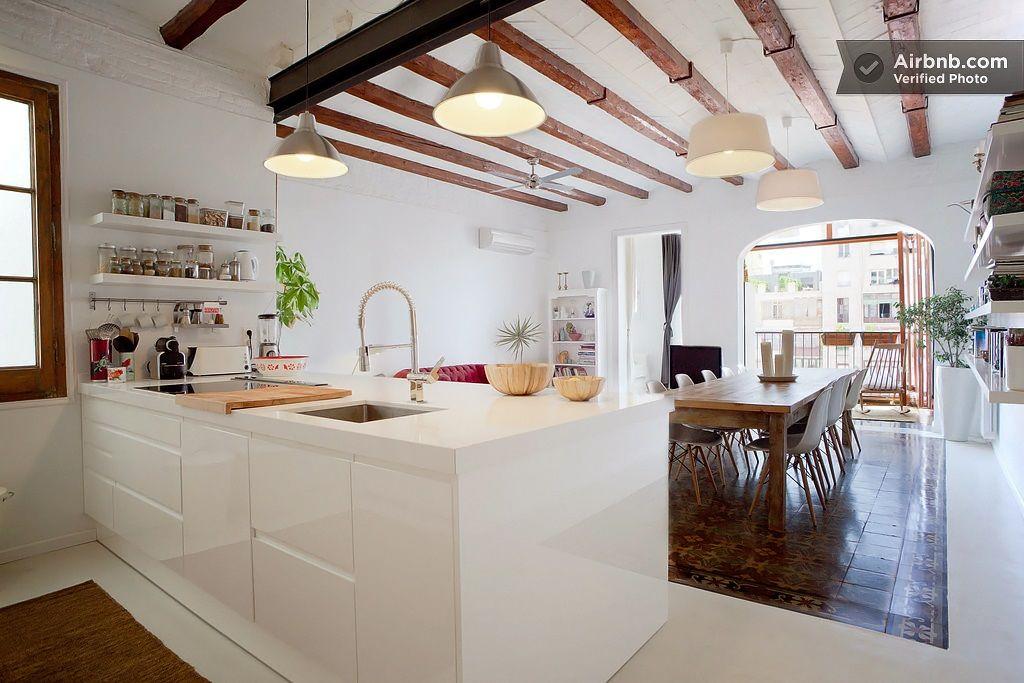 Großartig Inselküche. Weiß. Hochglanz. Boden braun und weiß. | Interior  BO57