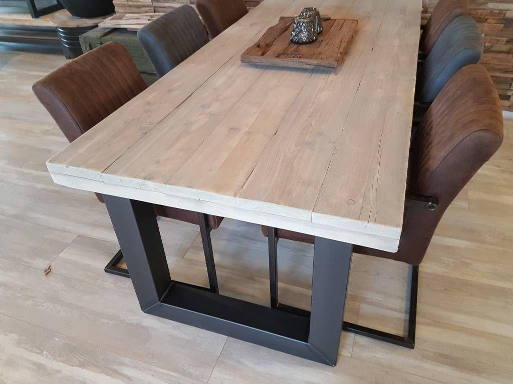 Eettafel met stalen louvre onderstel leven in stijl meubelmakerij
