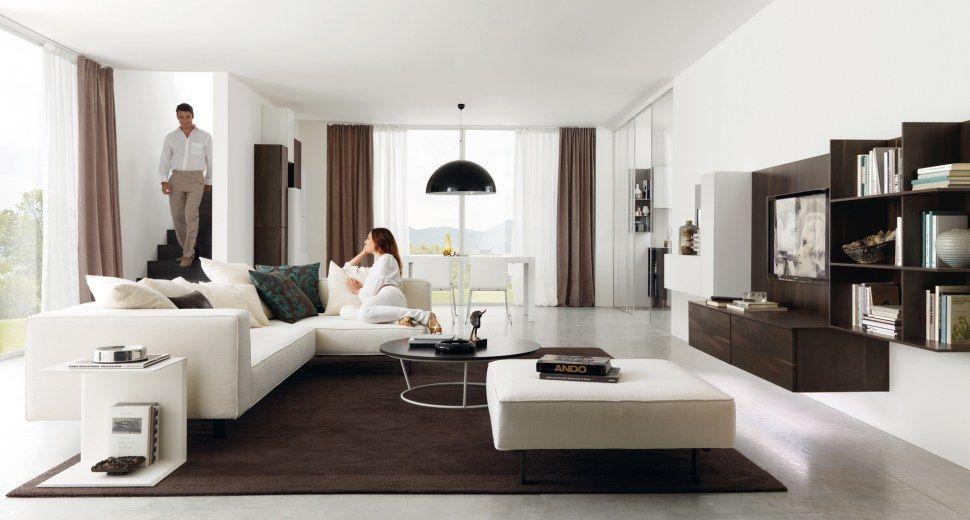 Un living elegante con mobile porta tv sospeso e tavolino round ...