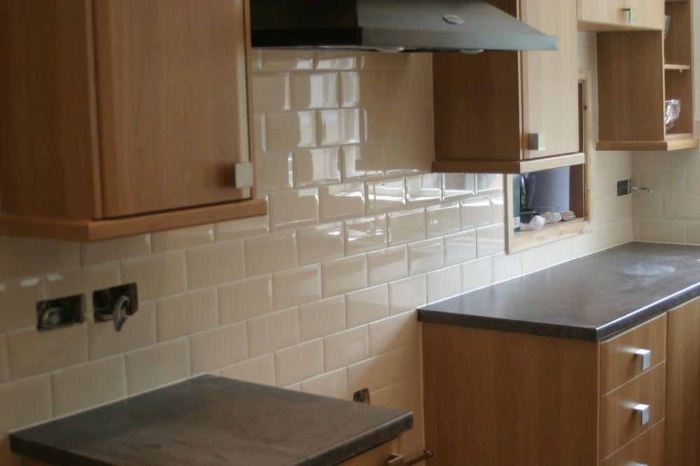 Bevelled Edge Metro Gloss Cream Brick Tile Deal 20 X 10 Inc Unique 10 X 20 Kitchen Design Design Inspiration