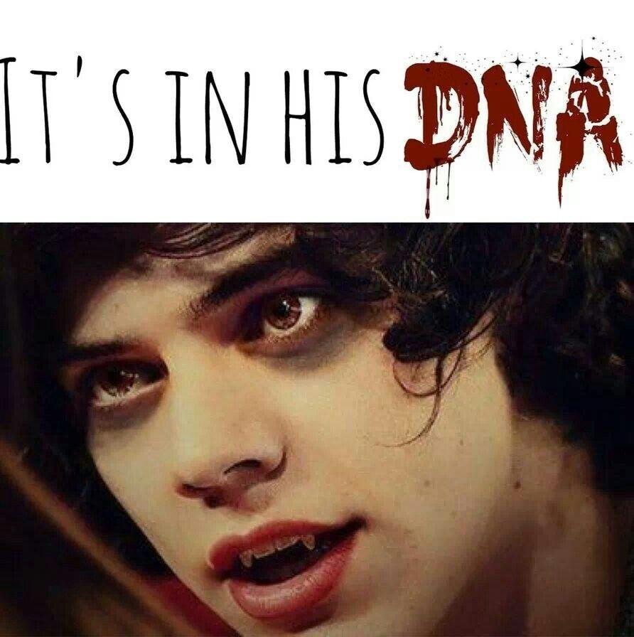 Woah he's a hot vampire >.
