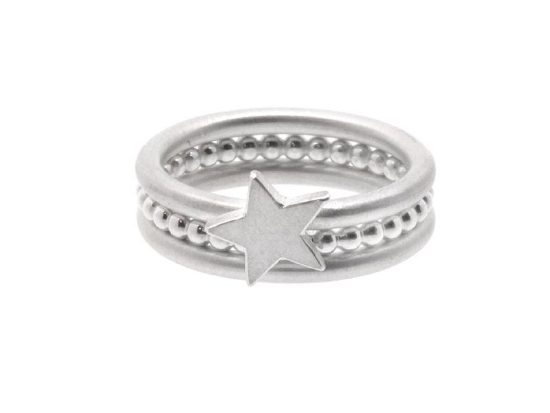 _SCHÖNE BESCHERUNG!_  ... vom Himmel geholt.  Ein Set bestehend aus 3 Ringen, *handgefertigt* aus *925 Silber*. Welche Frau würde da nicht vor...