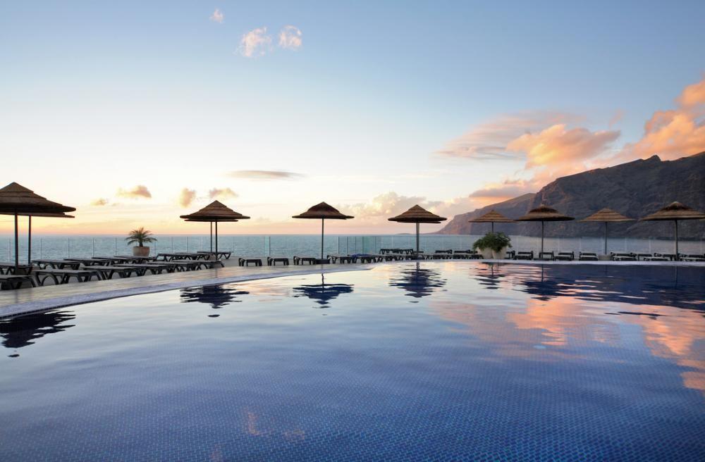 Vistas piscina hotel Barcelo Santiago de los acantilados de Los Gigantes y la isla de La Gomera