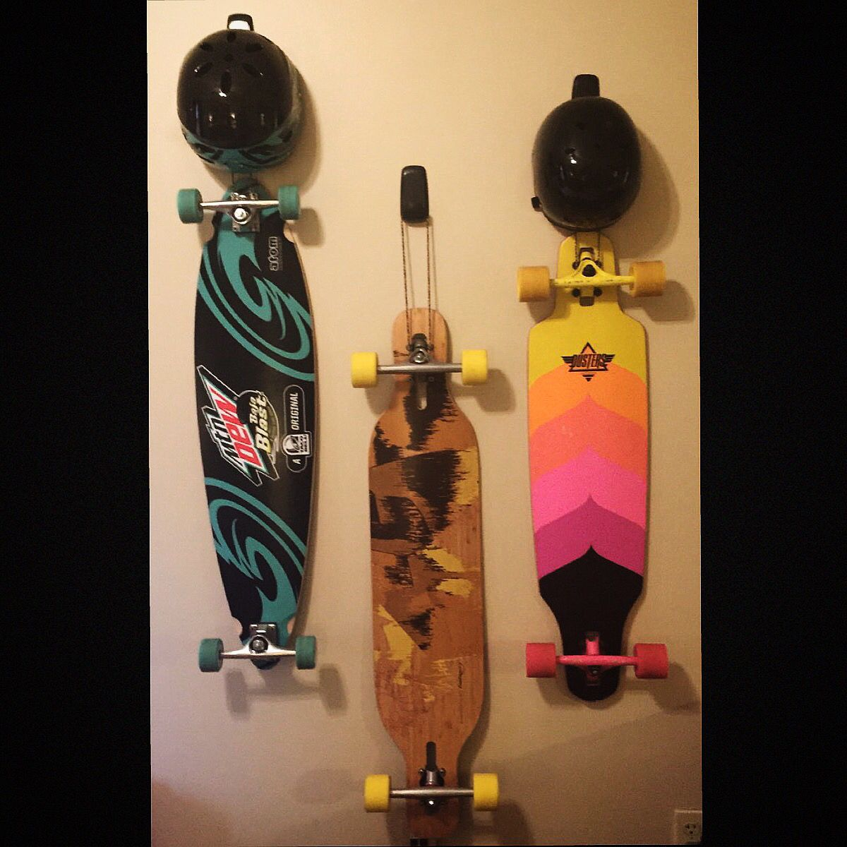 Black Skateboard Deck Display Wall Mount Hanger Rack Holder Hanging Brackets New