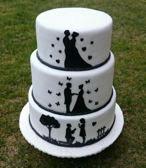 Svadobna poschodová torta. Decentná bielo-čierna kombinácia s prepracovanými siluetami. Autorka: andy611. Tortyodmamy.sk