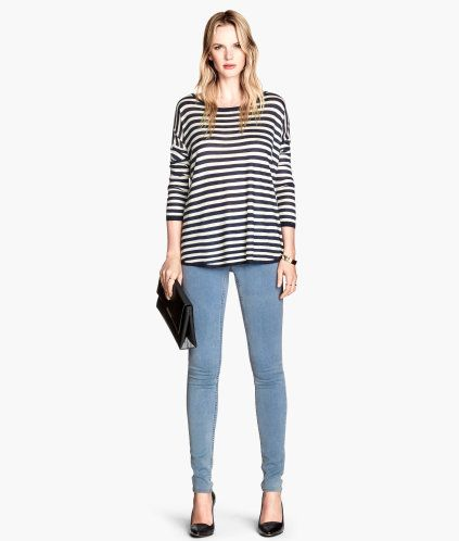 Treggings in superstretch twill. Mock pockets at front, regular pockets at  back, and an elasticized waistband.