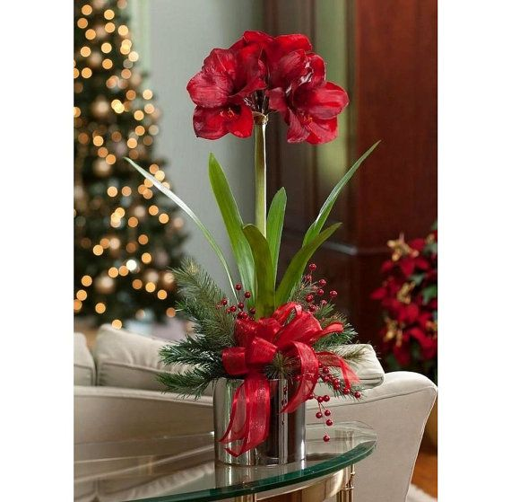 Winter flower arrangements centerpieces artificial red for Amaryllis christmas decoration