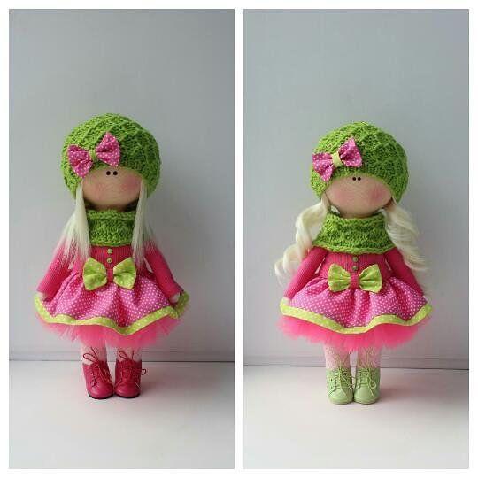"""64 Me gusta, 5 comentarios - Дом кукол Марии Зверевой (@kukla_masha_mz) en Instagram: """"Куколка справа сделана по образцу куколки слева, но с небольшими изменениями. Сделана на заказ.…"""""""