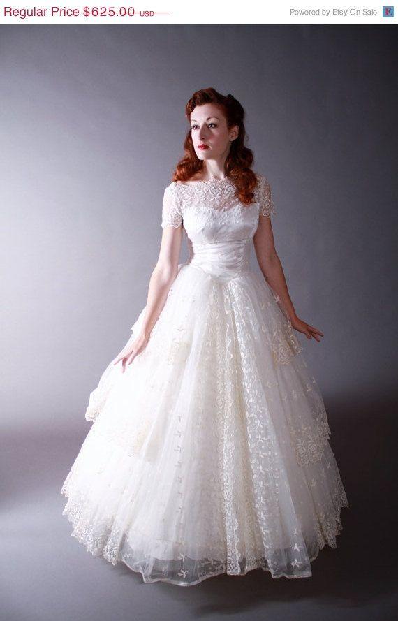 Birthday Sale Vintage 1950s Wedding Gown Amazing By Fabgabs 437 50 Wedding Dresses Lace Wedding Dresses Wedding Gowns Vintage