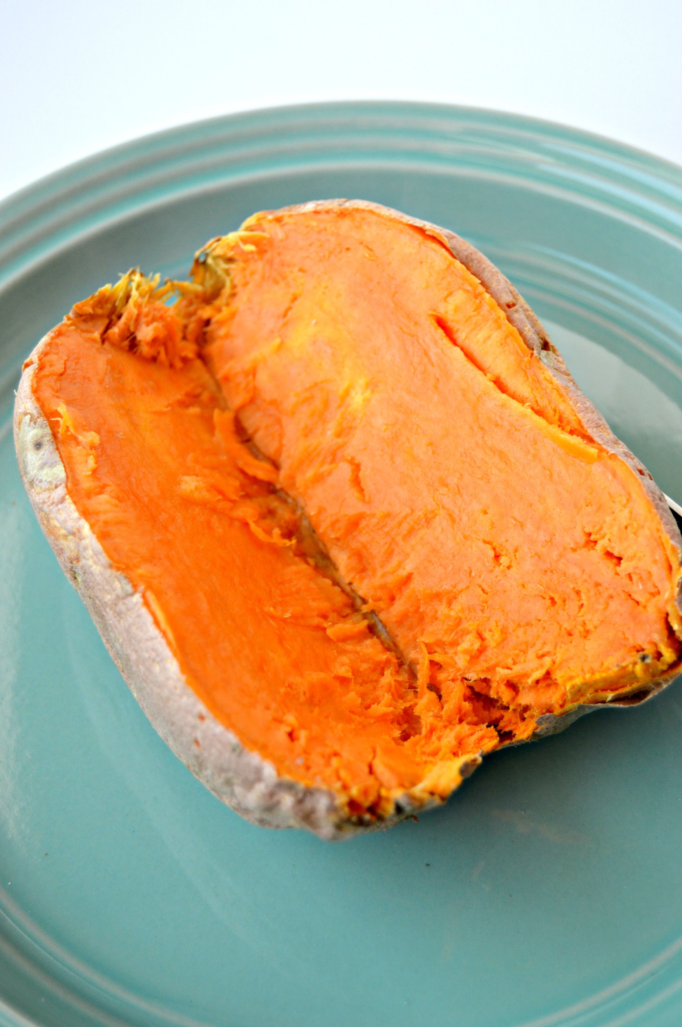 How to bake a sweet potato in the microwave