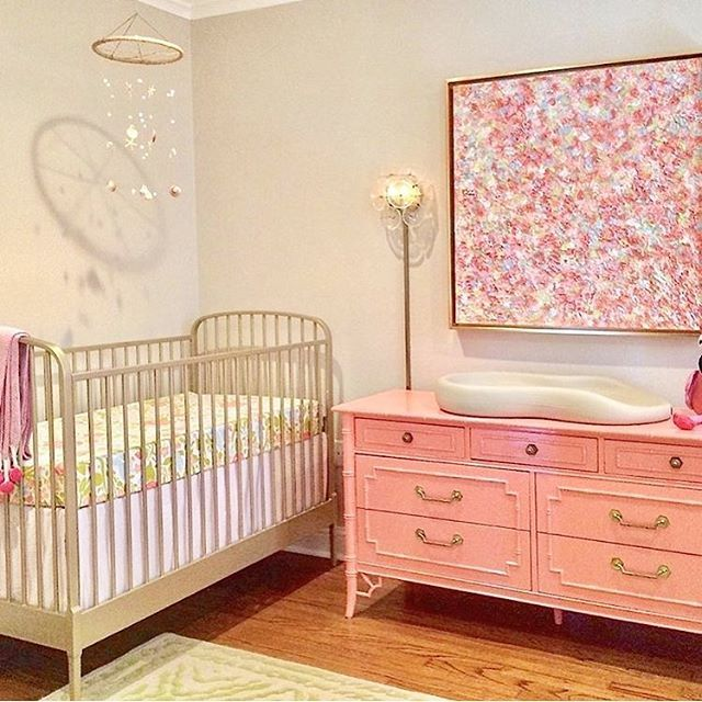Can we just all stop and talk about this dresser/changing table ...