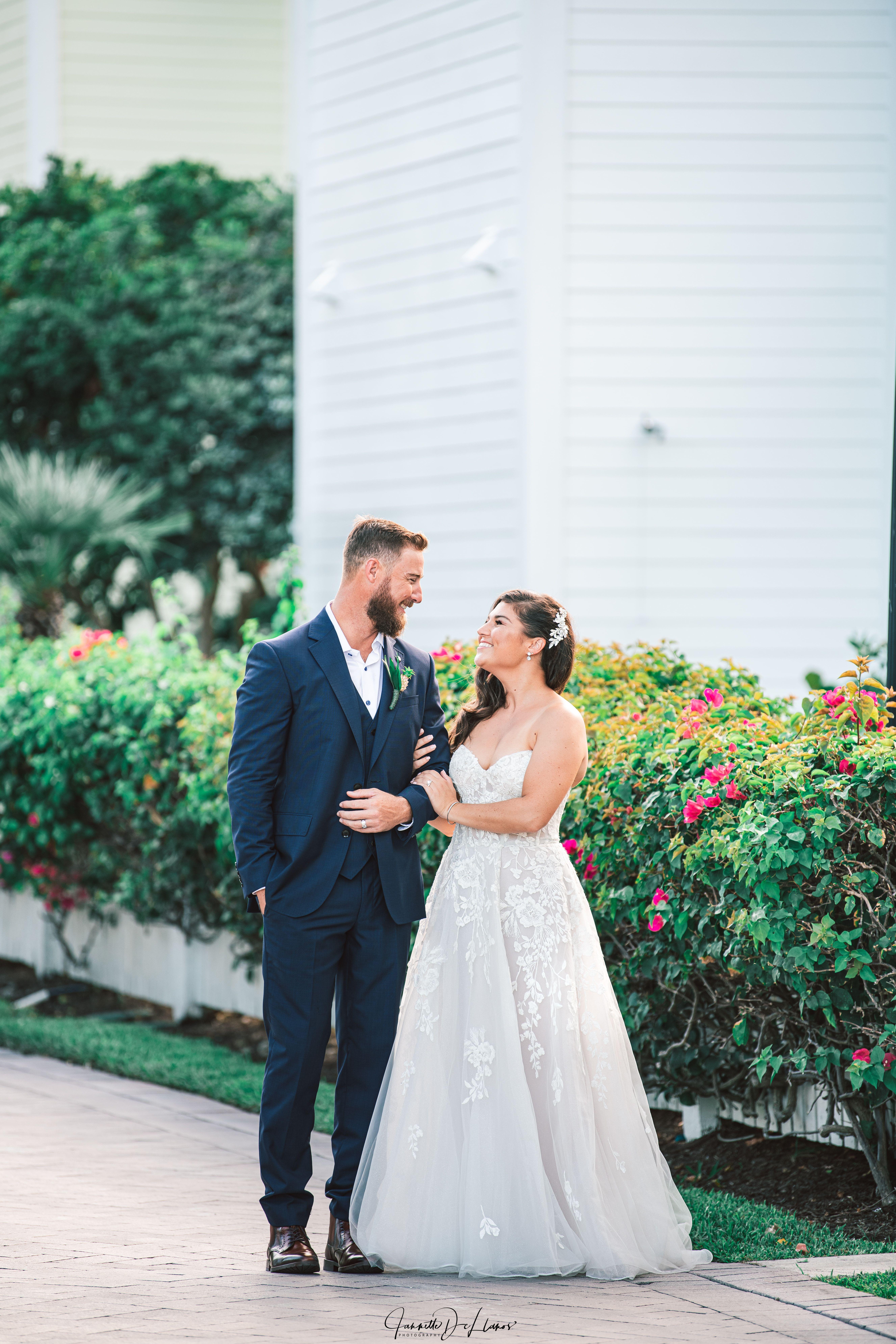 Wedding Photographer In The Florida Keys Key Largo Islamorada Key West In 2020 Beach Wedding Photography Wedding Photographers Florida Keys Wedding Venues