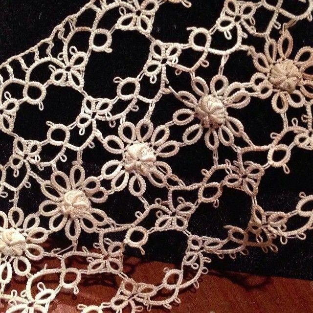 Tatting with crochet bullion stitch/ Lovely example of applying crochet bullion stitch motifs posted yesterday. タティングとロール編みの組み合わせ。昨日の小さなモチーフは、こんな風に利用出来ます。 #tatting #crochet #bullionstitch #antiquelace #crochetlace #crochetbullionstitch #クロッシェレース #タティング #ロール編み #ロール編み自習室 。 。