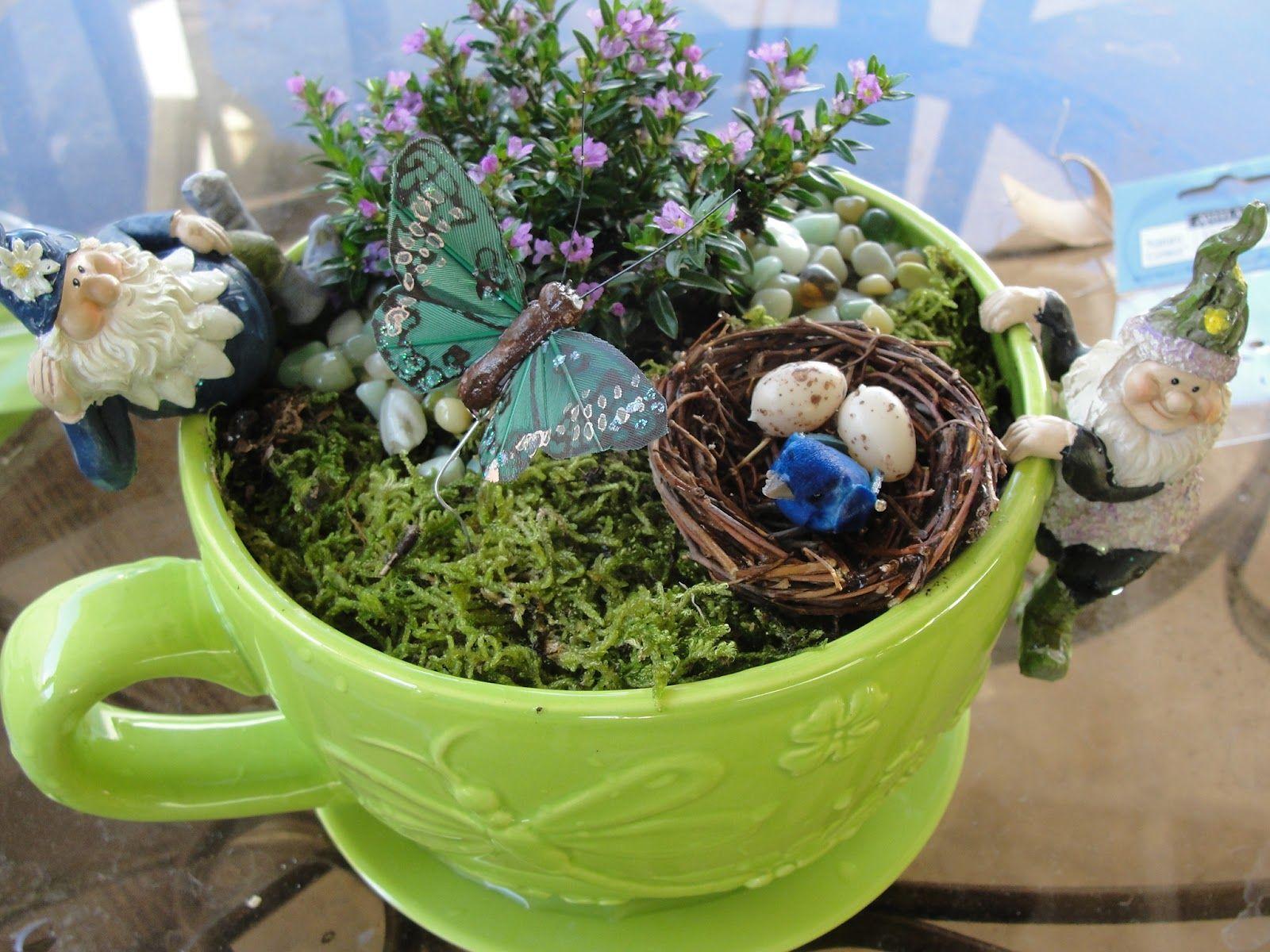 Merveilleux Mini Gnome Garden.... I Love This!!!