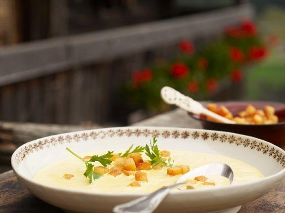 Weinsuppe nach Terlaner Art ist ein Rezept mit frischen Zutaten aus der Kategorie Kräuter. Probieren Sie dieses und weitere Rezepte von EAT SMARTER!