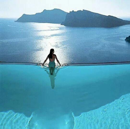 Piscina/Mar- um dos Hotéis Sartorini na Grécia.