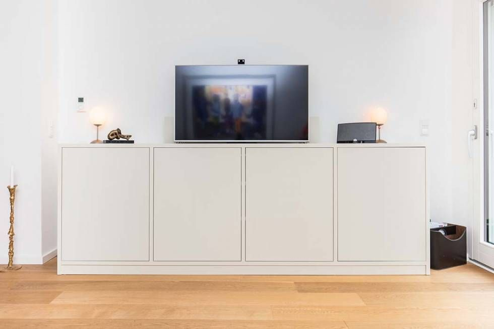 kommode oder und sideboard mit integriertem tv lift f r. Black Bedroom Furniture Sets. Home Design Ideas
