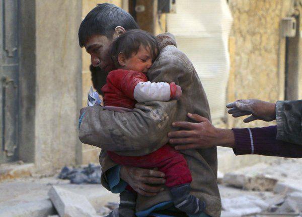 Aleppo devastata dai bombardamenti, immagini di ordinario dolore - Yahoo Notizie Italia