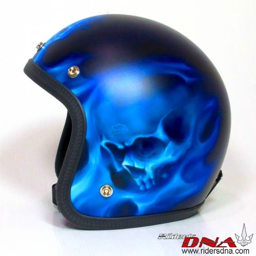 All free hand paint blue flames, skull & flames, Free shipping world wide. #skullandflames #skull #flames #harley #indianmotorcycle #sportster #dyna #roadglide #bestcustomhelmets #Airbrushhelmet #custompaint #bmw #triumph #motorcyclehelmets #motorcyclehelmettattoo