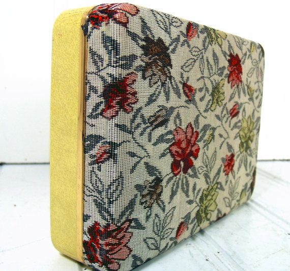 Small Tapestry Linen Travel Jewelry Case  Vintage by DivineOrders, $6.00