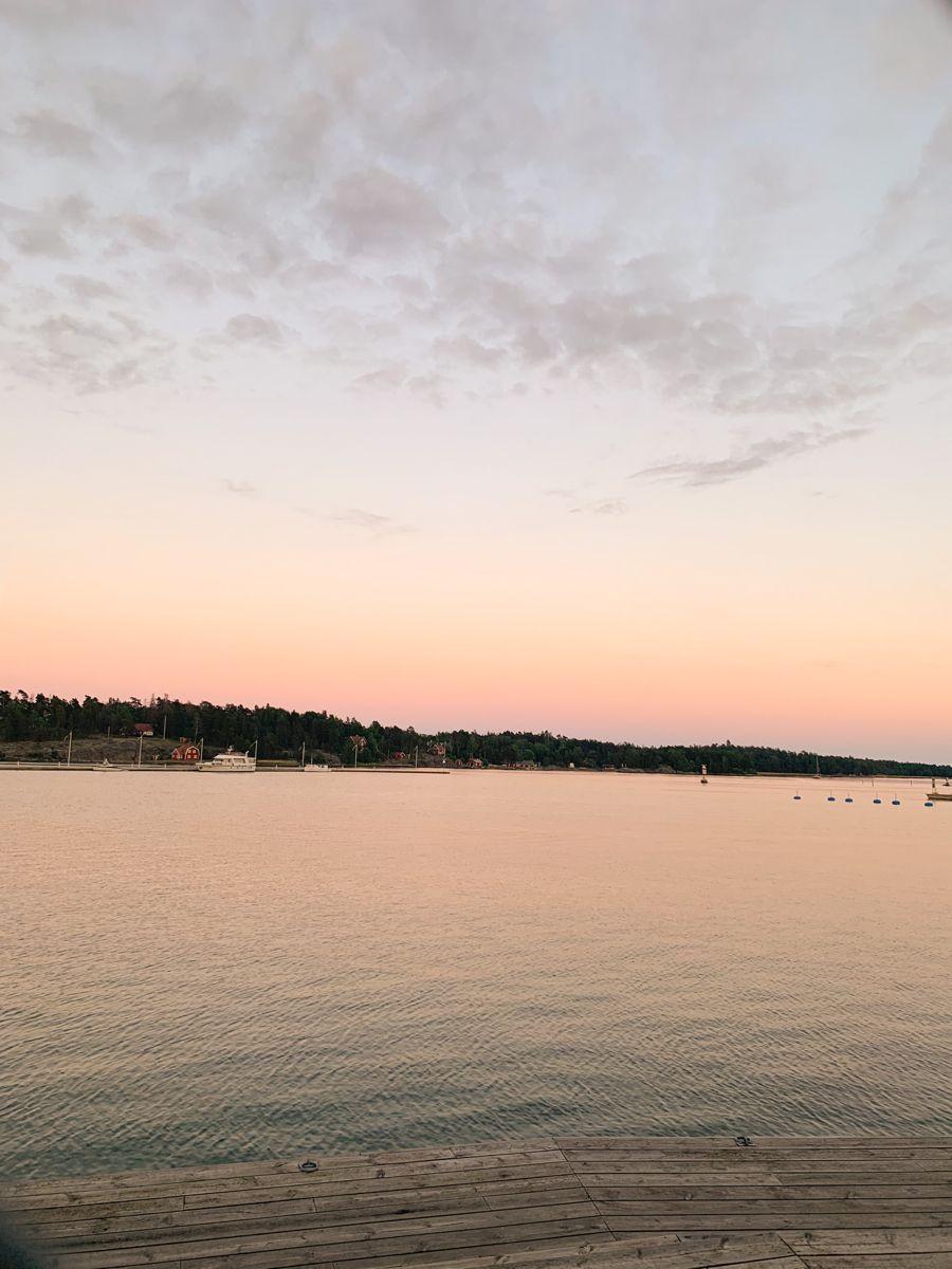 Stockholm sunset view 🤩 for wallpaper / fondo de pantalla . . #stockholm #sunsetphotography #sunset #beach #fondodepantalla #fondosdepantallaparacelular #wallpapertumblr #aesthetic #aestheticwallpaper #beachsunsetquilt
