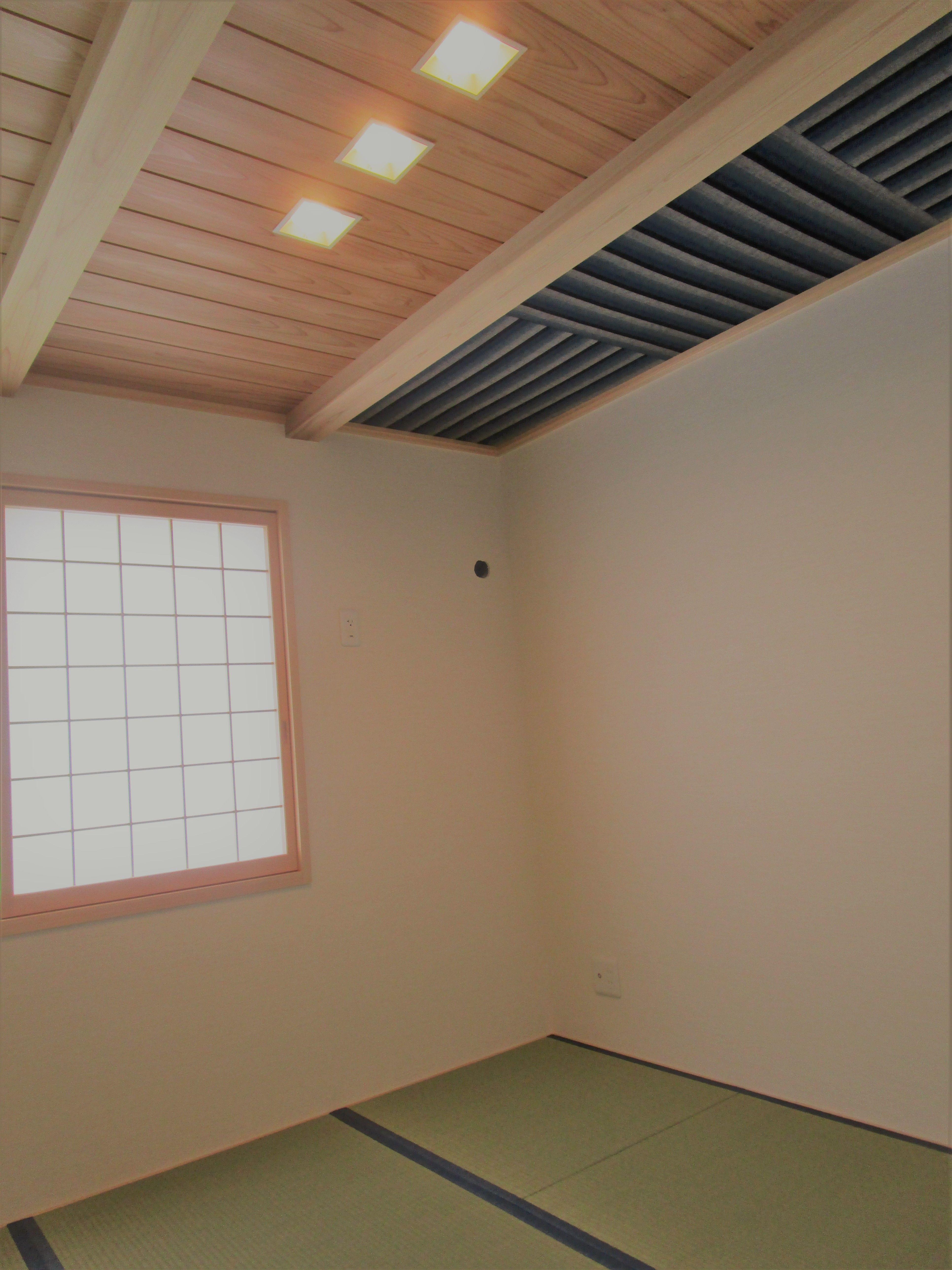 天井の一部を布仕上げに 和室 畳 障子 布 遠州綿紬 障子 住宅