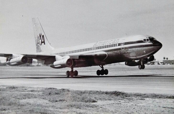 American B720 On Take Off In 1971 Boeing Aircraft Boeing 720 Boeing 707