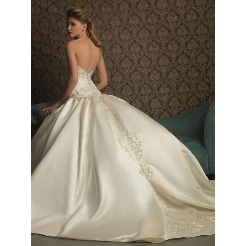 Beautiful Ball Gown Wedding Dresses: Ballroom-strapless-wedding