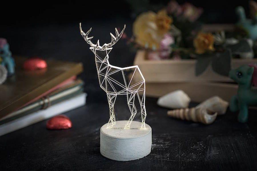 Le studio de design Sturlesi, basé à Tel Aviv a lancé une collection de petits luminaires décoratifs. Ces créations en forme de statuettes représentes des animaux ou des structures.
