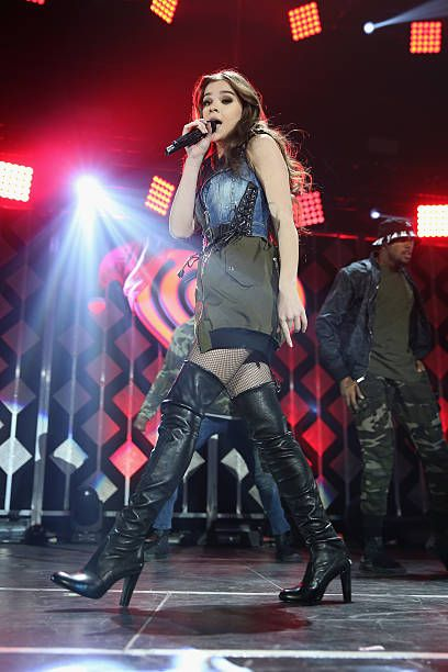 Singer Hailee Steinfeld Performs Onstage During 1035 Kiss Fm S
