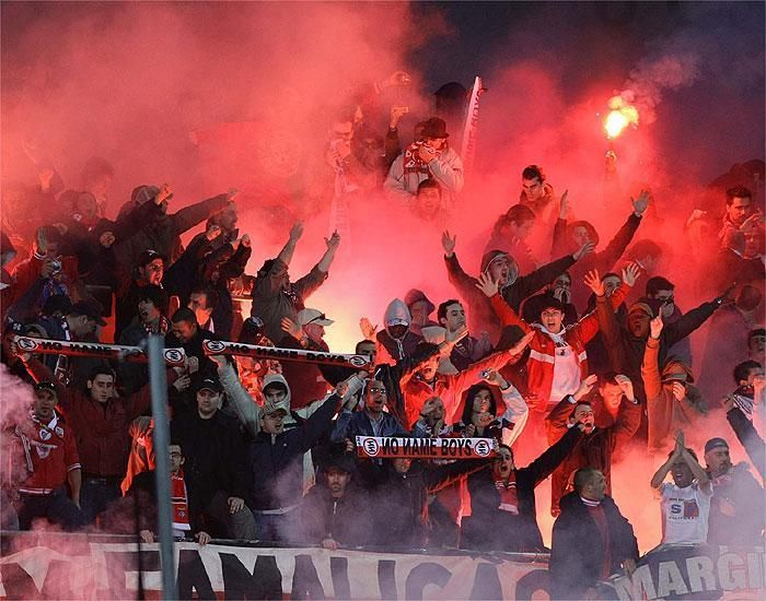 Foro Ultras España @ForoUltrasEsp Bengaleo de los No name Boys del Benfica en un Getafe-Benfica: