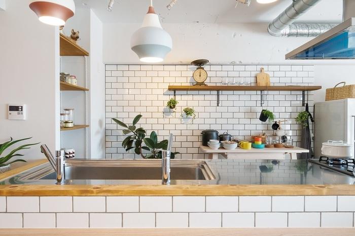 キッチンに吊り戸棚は後付けできるの メリットとデメリットも解説 リフォーム 修理なら リフォマ キッチンデザイン シンク キッチン
