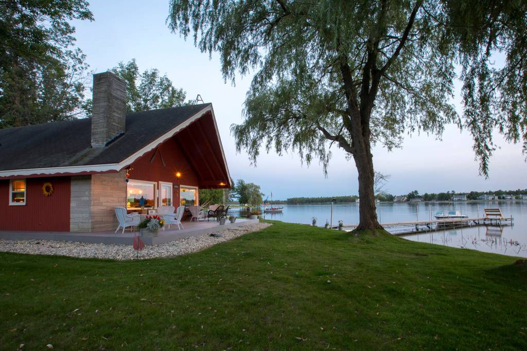 15 lakefront airbnbs to rent for a summer getaway from